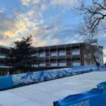 """""""Ski in the city"""":nel cortile della scuola BES di Milano si scia su una pista Neveplast"""
